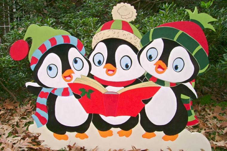 disegni natalizi, tre simpatici pinguini con cappello e sciarpa e un libro di canzoni di natale