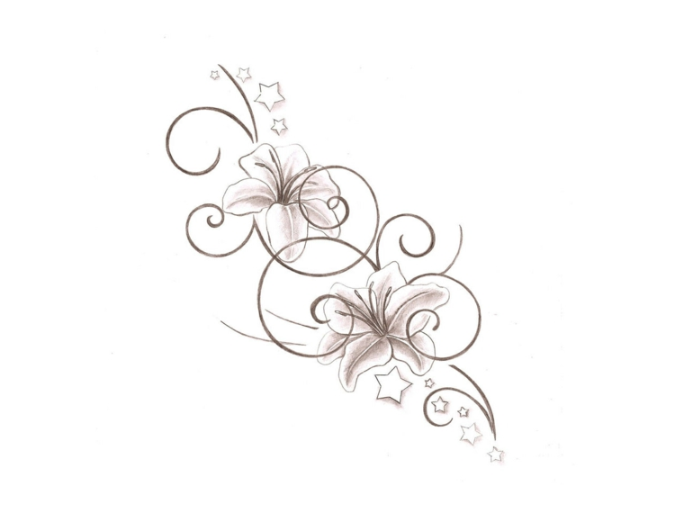 Idea per un tatuaggio femminile, disegno a matita di un fiore con sfumature leggere di colore rosa