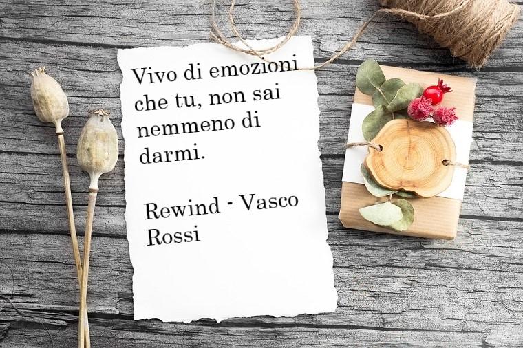 Pensieri d'amore e una citazione romantica presa dalla canzone Rewind di Vasco Rossi