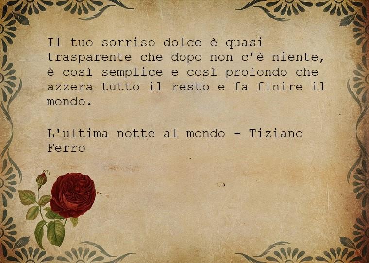 Aforismi sull'amore, frase scritta su un foglio di carta marrone, citazione presa dalla canzone di Tiziano Ferro - L'ultima notte al mondo