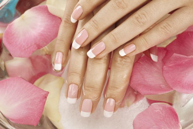 unghie rosa antico, un'idea per realizzare un'elegante e romantica french manicure
