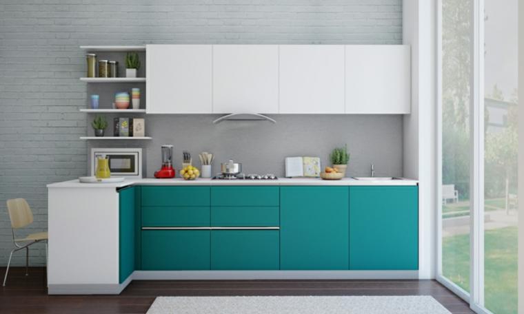 Cucine con isola, idea abbinamento tonalità colore bianco e blu, mensole a vista con accessori