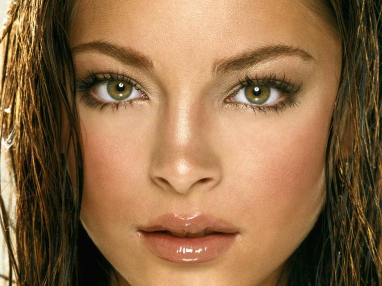 make up occhi, una proposta semplice che esalta il colore verde e la forma allungata con matita marrone e rimmel nero