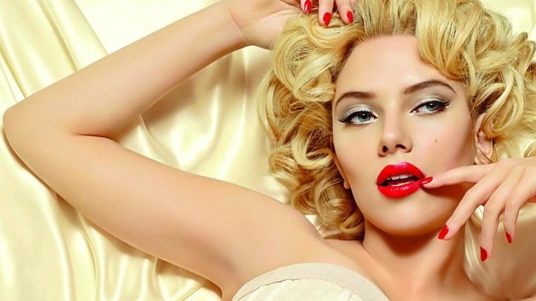 smalto rosso uguale al rossetto, un binomio di seduzione perfetto