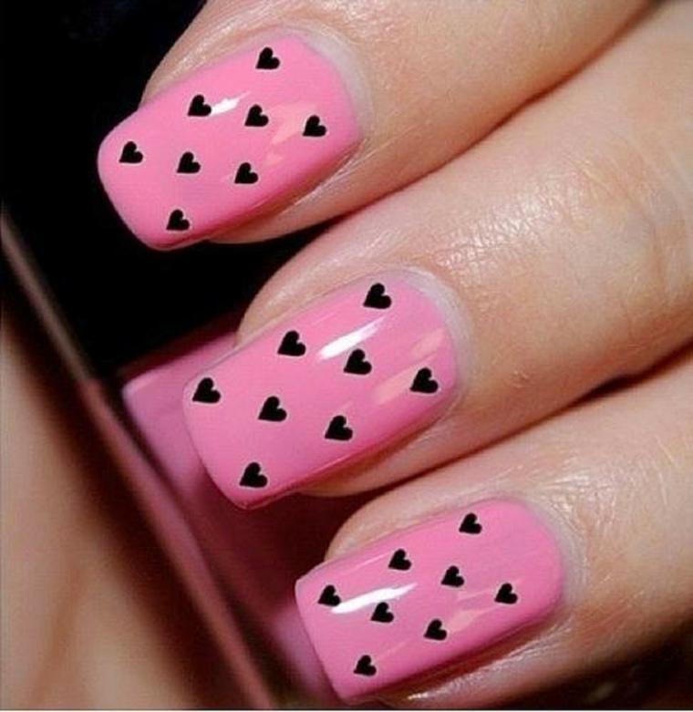 unghie colorate, una proposta con smalto rosa confetto e tanti piccoli cuoricini neri