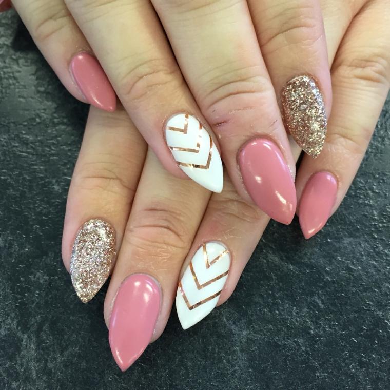 unghie decorate, una proposta elegante e brillante con smalti rosa, bianco, oro e glitter