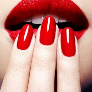 Unghie rosse - Tantissime idee per scegliere la manicure di capodanno!