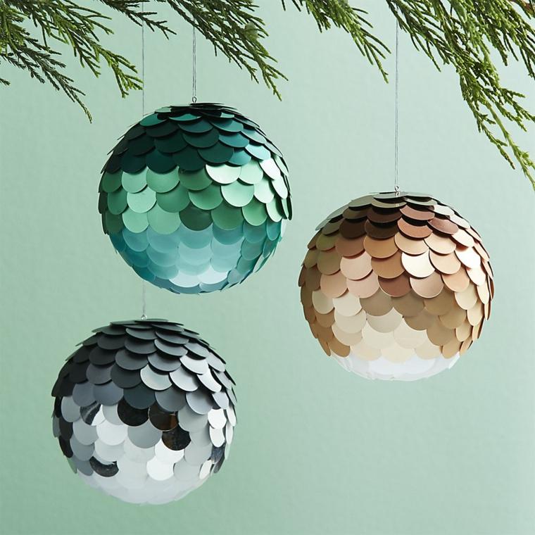 Decorazioni natalizie con palline di Natale con paillets di colore verde, argento e oro da appendere