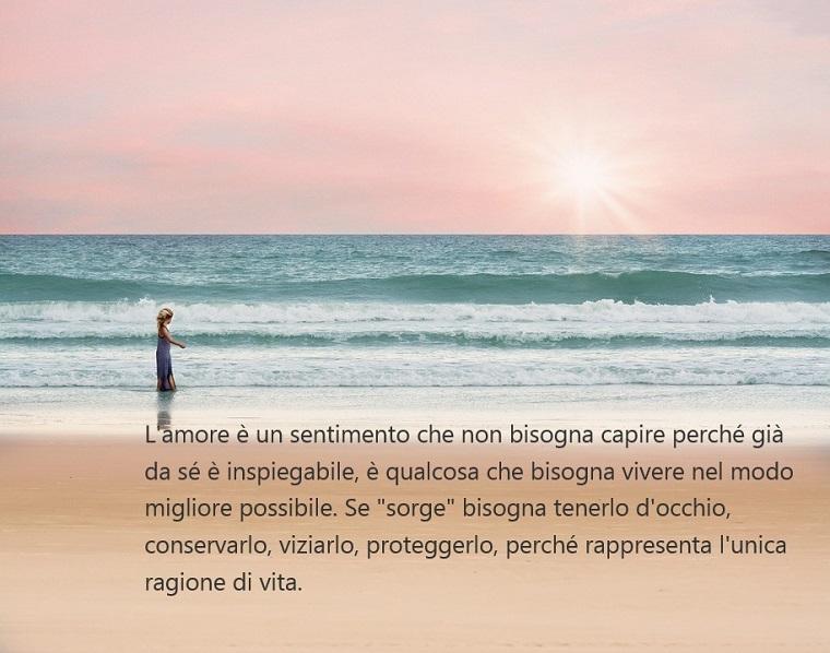 Parole d'amore, scritta romantica che spiega cos'è l'amore, donna che cammina sulla spiaggia al tramonto