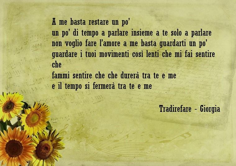 Testo della canzone Tradirefare di Giorgia, frase scritta su un foglio di carta decorato con girasoli