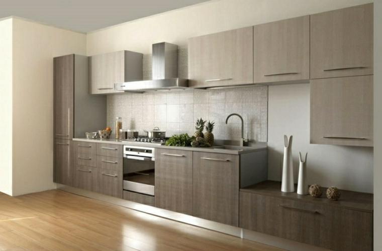 Come arredare la cucina in stile minila con mobili in legno e una parete soggiorno integrata al mobilio
