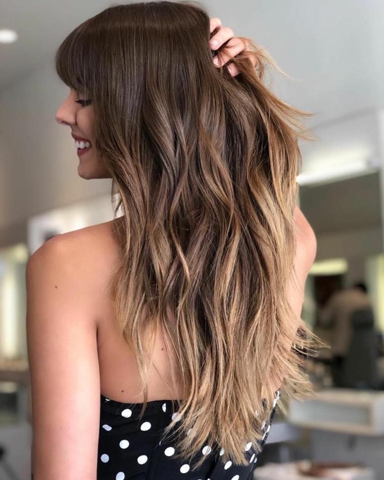 taglio capelli a strati con frangia colorazione biondo shatush