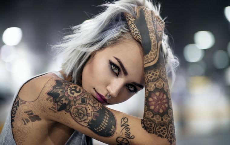 Tatuaggi donna, idea per alcuni tattoo da fare sul braccio e sulla schiena con vari disegni di colore nero