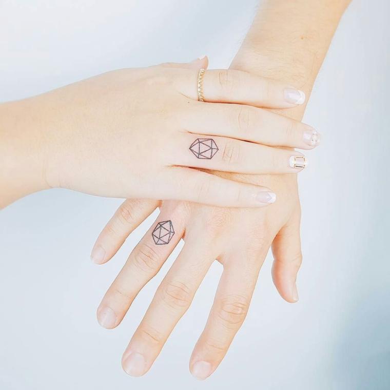 Tatuaggi piccoli, idea per due tattoo piccoli con forme geometriche da fare sul dito anulare delle mani