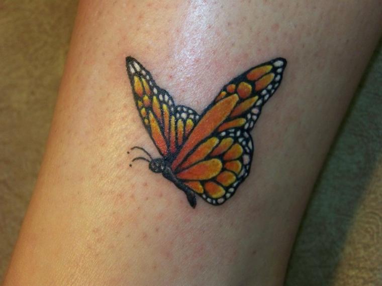 tatuaggio caviglia, una proposta pensata per le donne con una farfalla gialla e i bordi neri