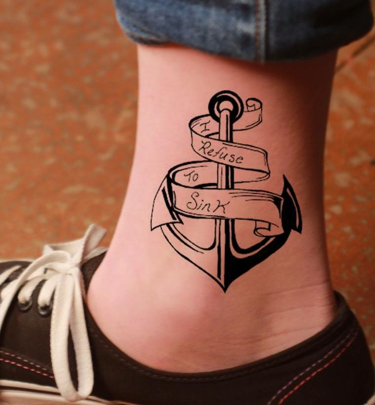 tattoo caviglia, un'ancora di medie dimensioni con una scritta all'interno della pergamena