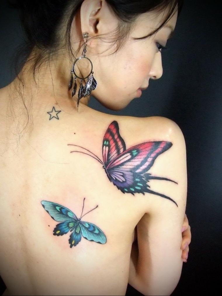 Disegni belli, due tatuaggi colorati da fare sulla schiena di una donna con farfalle e una piccola stellina