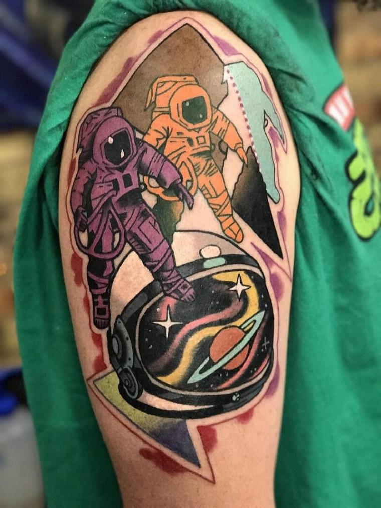tatuaggi old school braccio disegno colorato astronauti tattoo manica uomo