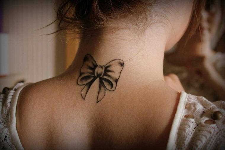 Disegni belli, idea per un tatuaggio piccoli da fare per una donna, fiocco di colore nero con sfumature