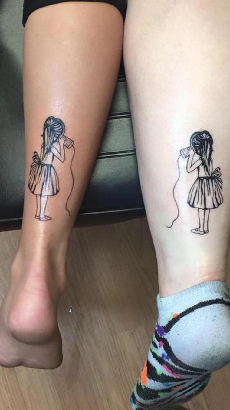 tattoo pensato per due sorelle o per due migliori amiche da fare sopra la caviglia
