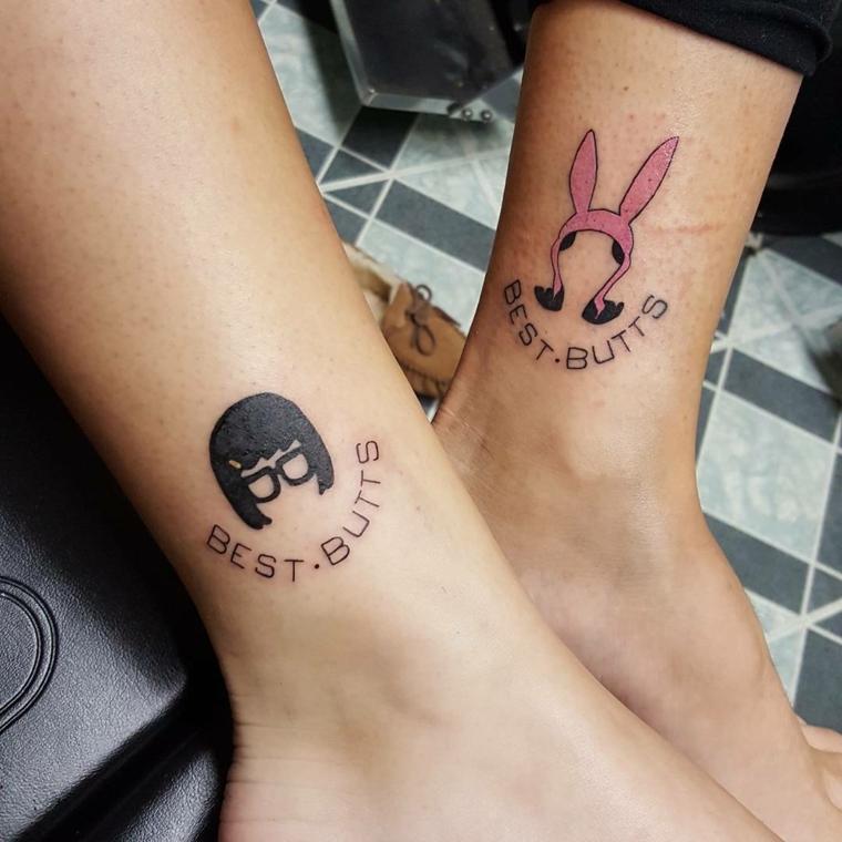 tatuaggi sulla caviglia, idea spiritosa da fare in coppia con scritta e disegno