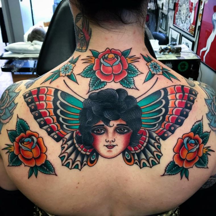 tattoo in tile tradizionale di grandi dimensioni con una farfalla, il volto di una donna e delle rose