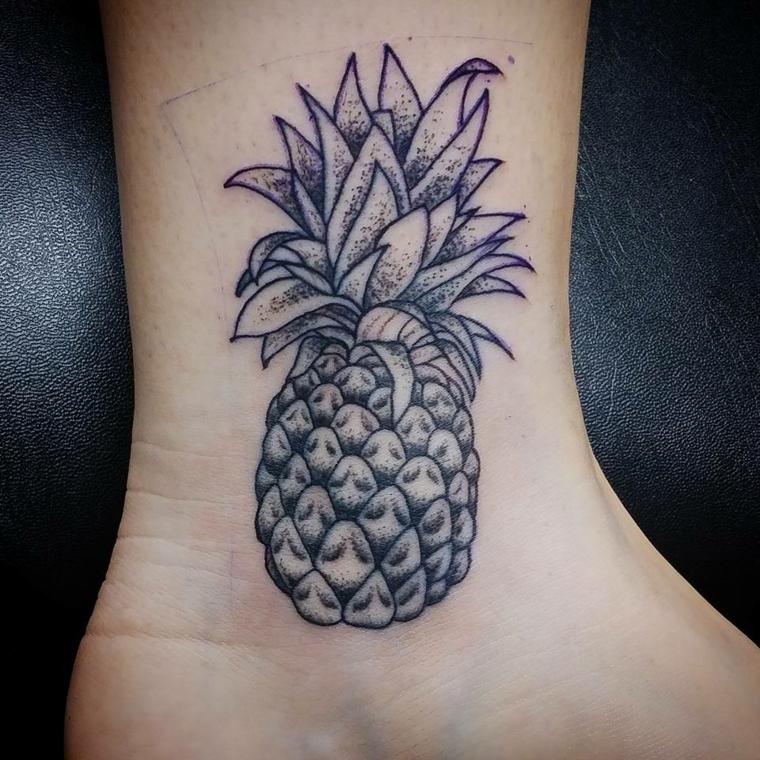 tatuaggi alla caviglia, idea originale con un anas di dimensioni medie