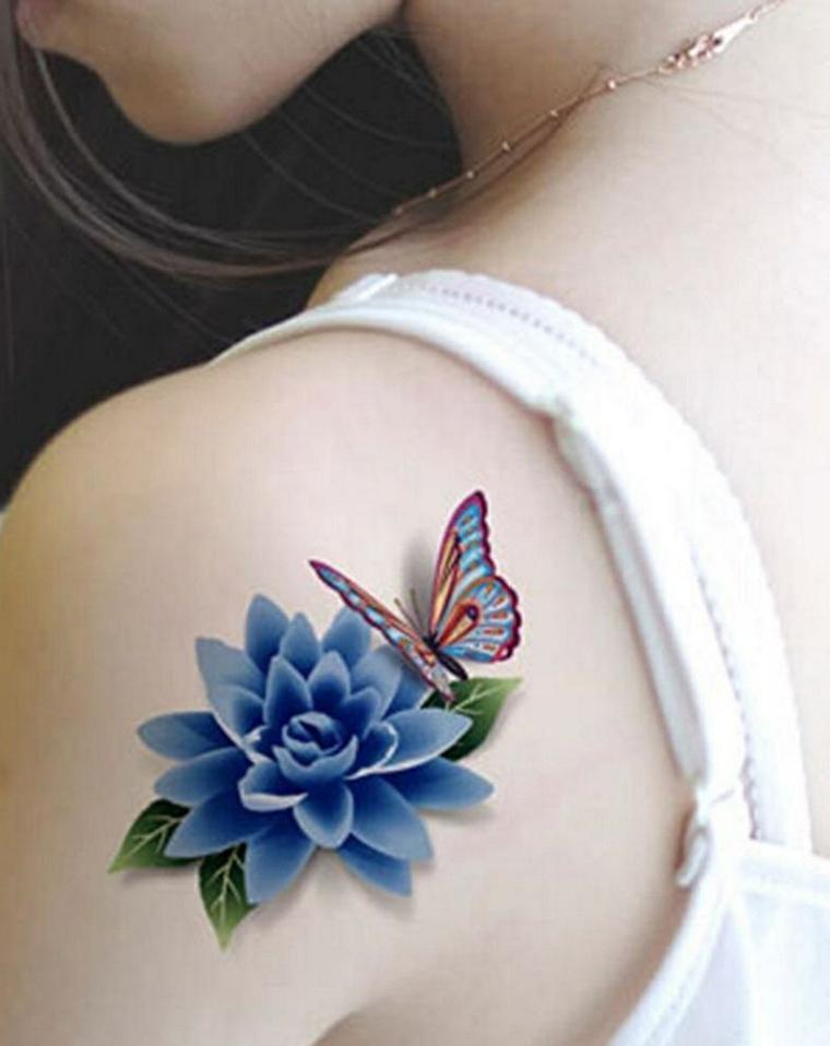 Disegno tattoo colorato di un fiore con farfalla, idea tatuaggio femminile da fare sulla spalla