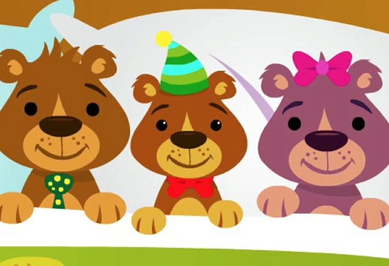 tre graziosi orsetti sorridenti e vestiti a festa, un'immagini tutta da copiare