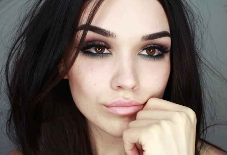 make up per gli occhi marroni-neri in grado di dare profondità allo sguardo