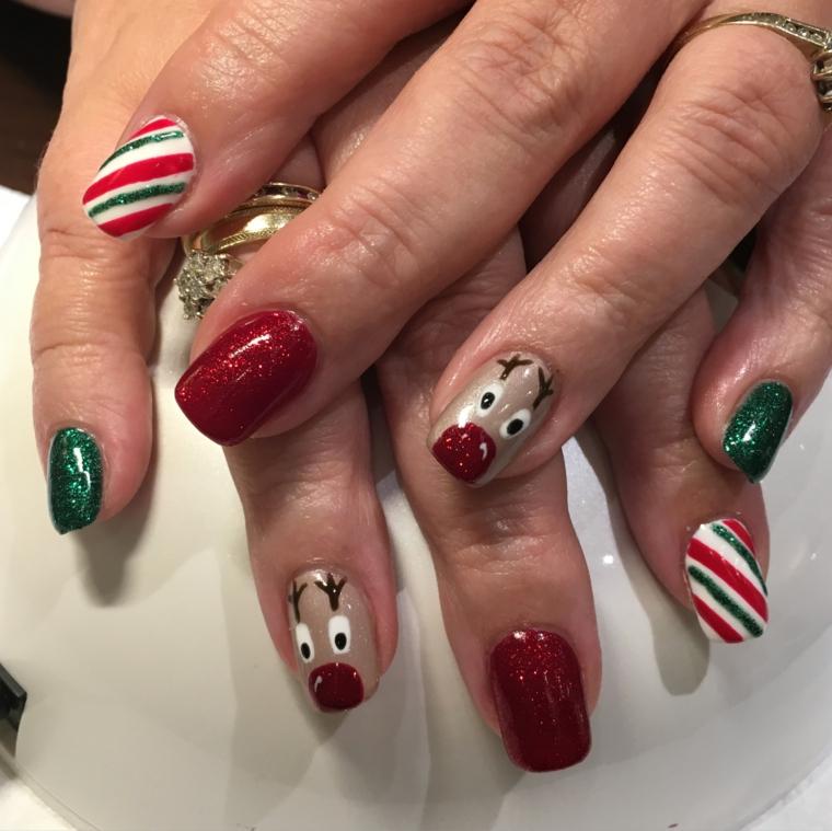 nail art natalizie, una proposta originale, divertente e brillante con soggetti e colori diversi per ogni unghia