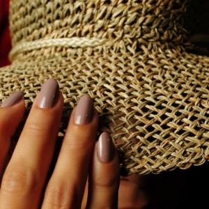 Unghie a mandorla - l'ultima tendenza per una manicure perfetta