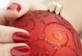 Nail art natalizie, tante idee brillanti da sfoggiare durante le feste