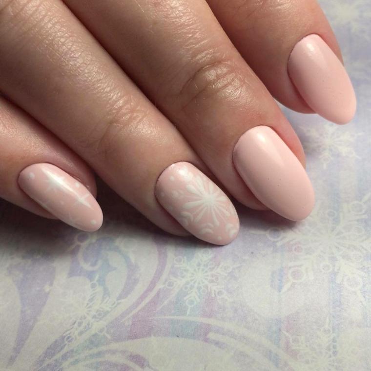 Smalto rosa effetto mat, decorazione unghie a dorma di mandorla con colore bianco e motivi a stella e fiori