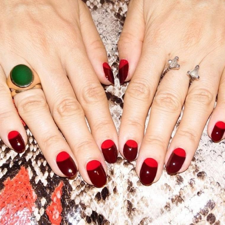 idea per realizzare una manicure con smalti di due colori moda tendenti al rosso