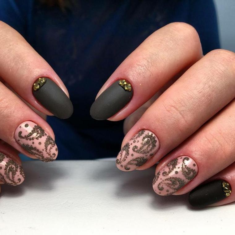 Come decorare le unghie a mandorla con smalto mat e disegni floreali su una base chiara