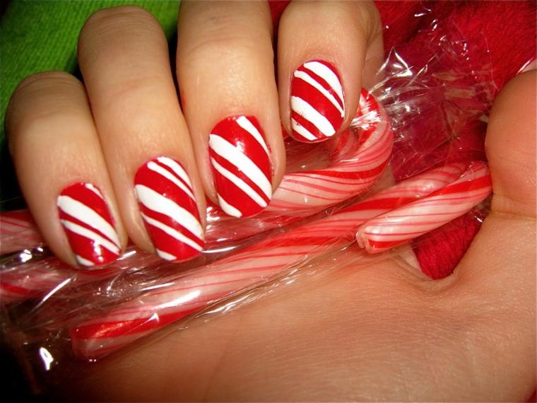 unghie di natale, idea dolce realizzata prendendo spunto dalle caramelle bianche e rosse