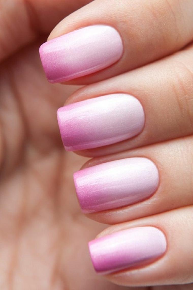 smalto rosa, una proposta con delle sfumature delicate dal chiaro allo scuro