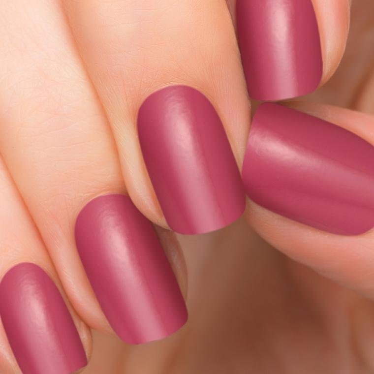 gel rosa antico, una manicure in una tonalità di tendenza con finitura opaca