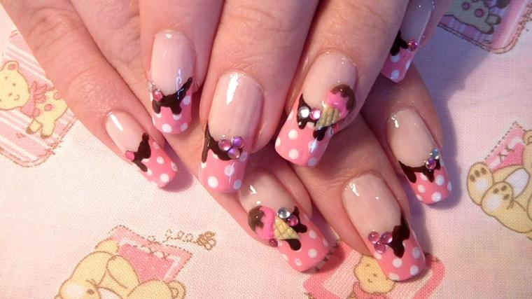 unghie rosa, un'idea pensata per le più giovani con dei piccoli cornetti gelato