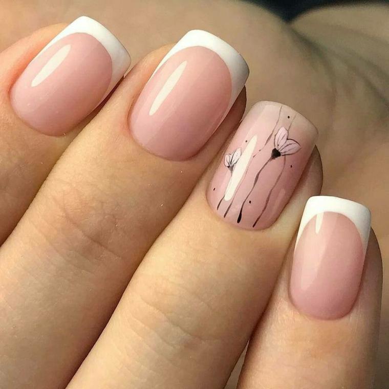 unghie rosa cipria, una manicure delicata e romantica con l'anulare finemente decorato