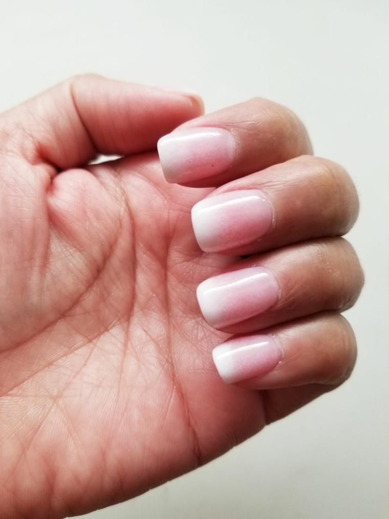 unghie rosa, una interpretazione originale della tradizionale french manicure