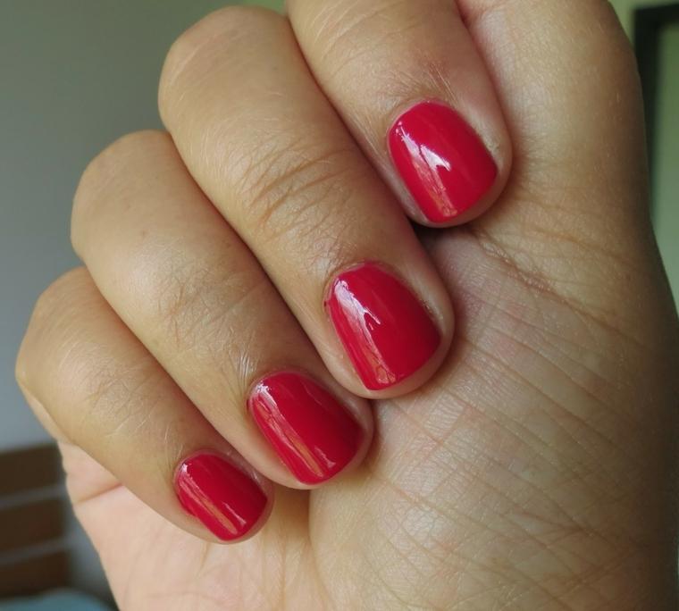 smalto rosso, una proposta per realizzare una manicure elegante anche fai  da te Unghie