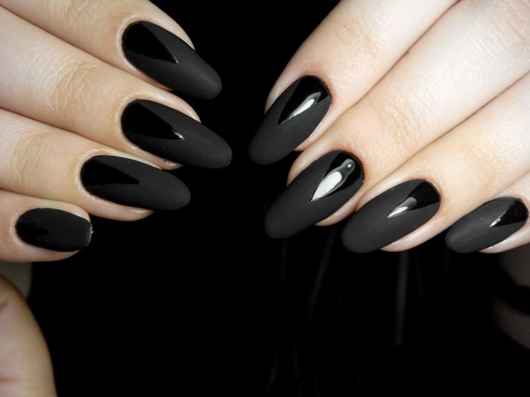 Dipingere le unghie a mandorla con nero mat e decorare con un colore acrilico
