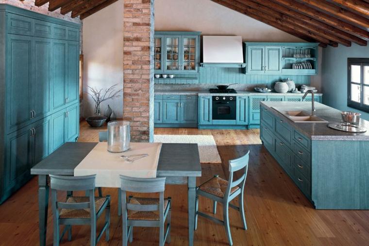Mobili shabby per l'arredamento della cucina nella tonalità di colore azzurro