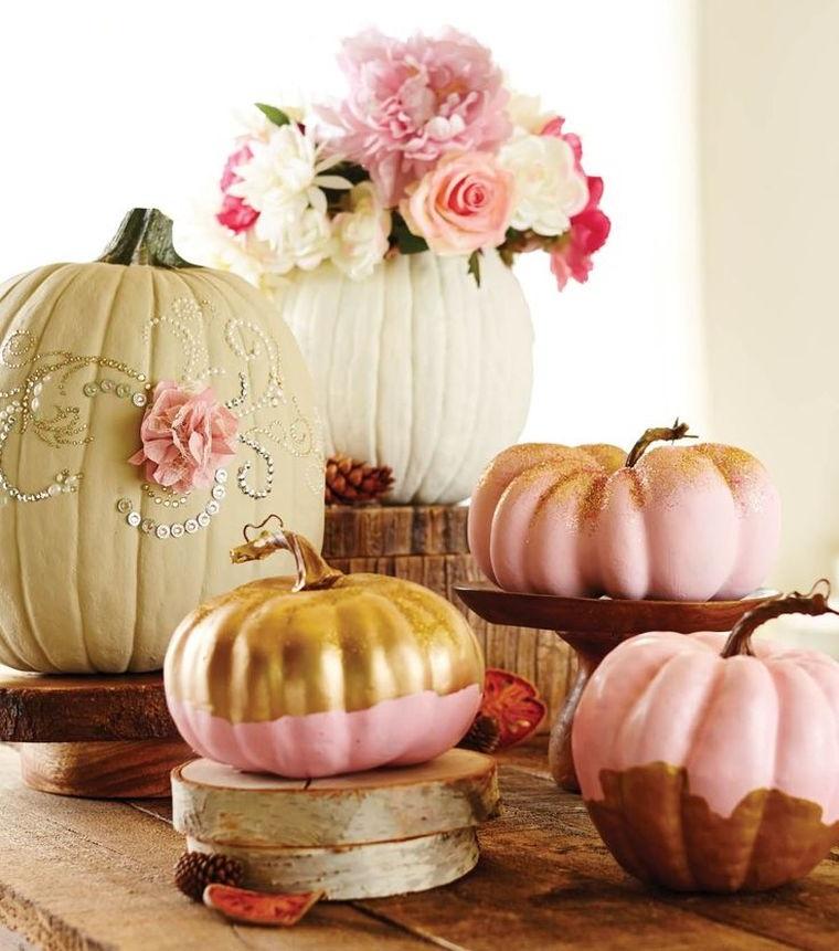Fai da te decorazione zucche per Halloween, idea con brillantini e vernice di vario colore