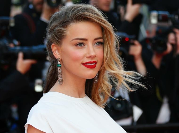 Amber Heard è tra le donne più belle del mondo, vestito casual per il Festival di Cannes