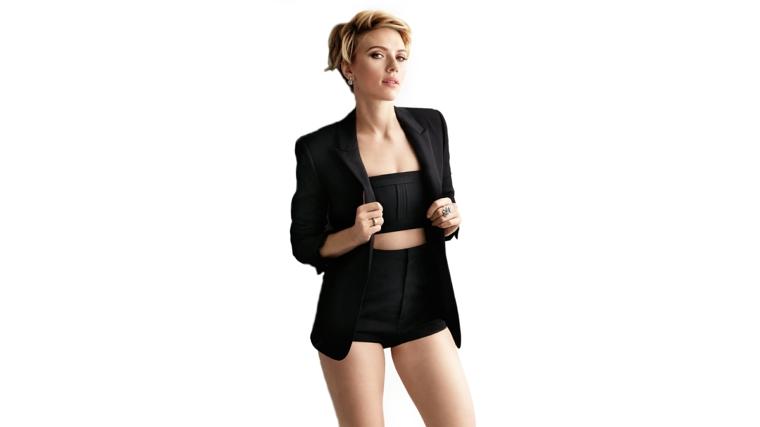Scarlett Johansson una delle attrici americane più belle, vestita con blazer nero e biancheria intima