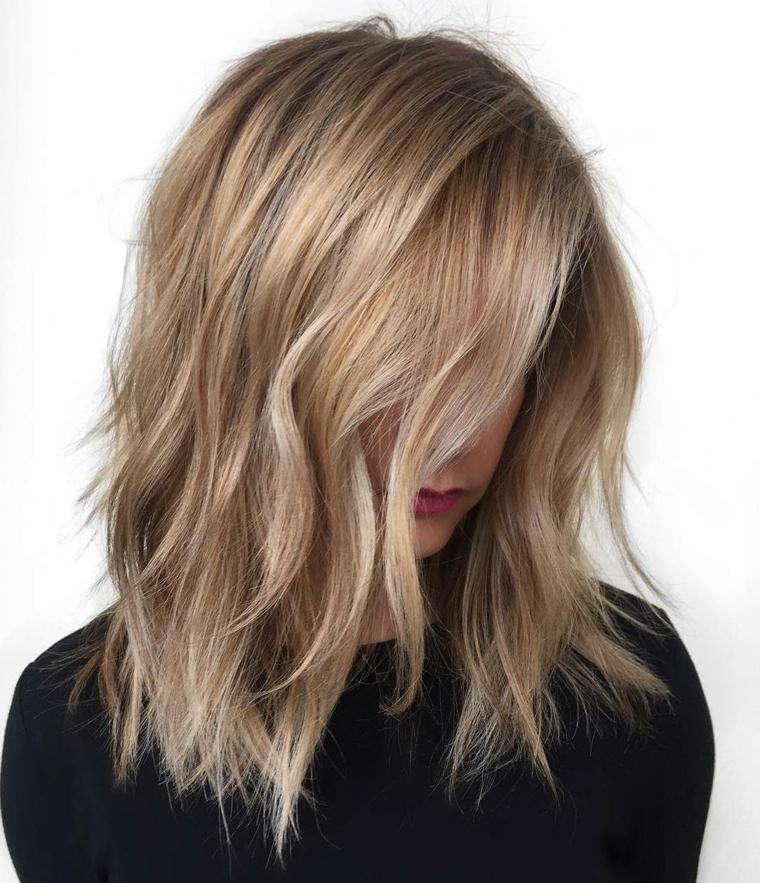 Taglio capelli biondi mossi