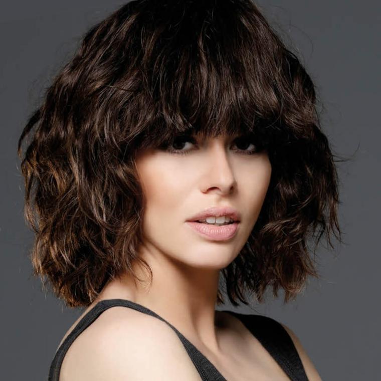 Tagli di capelli corti sopra e lunghi sotto